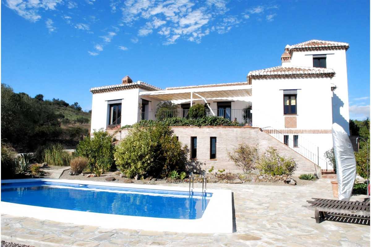 For Sale: Villa in Vinuela Beds: 5 Baths: 3 Price: 595,000€