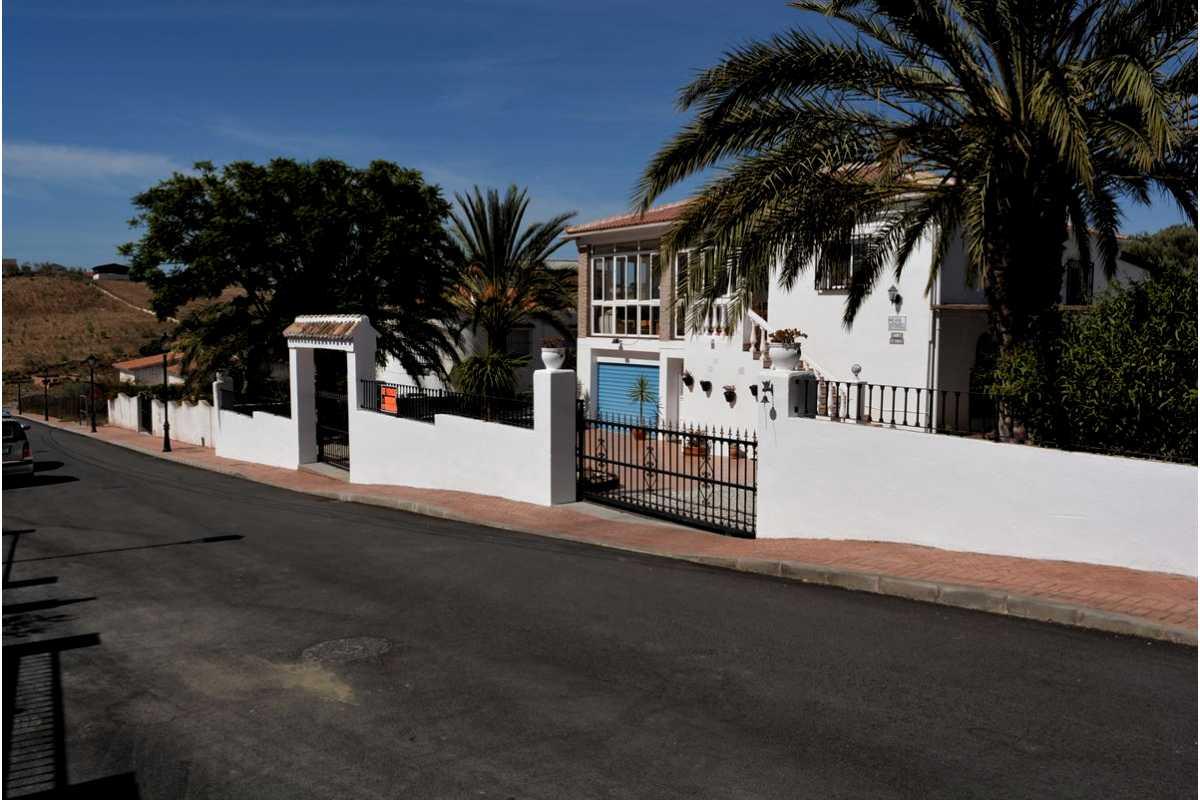 For Sale: Villa in Venta Baja Beds: 4 Baths: 2 Price: 279,950€