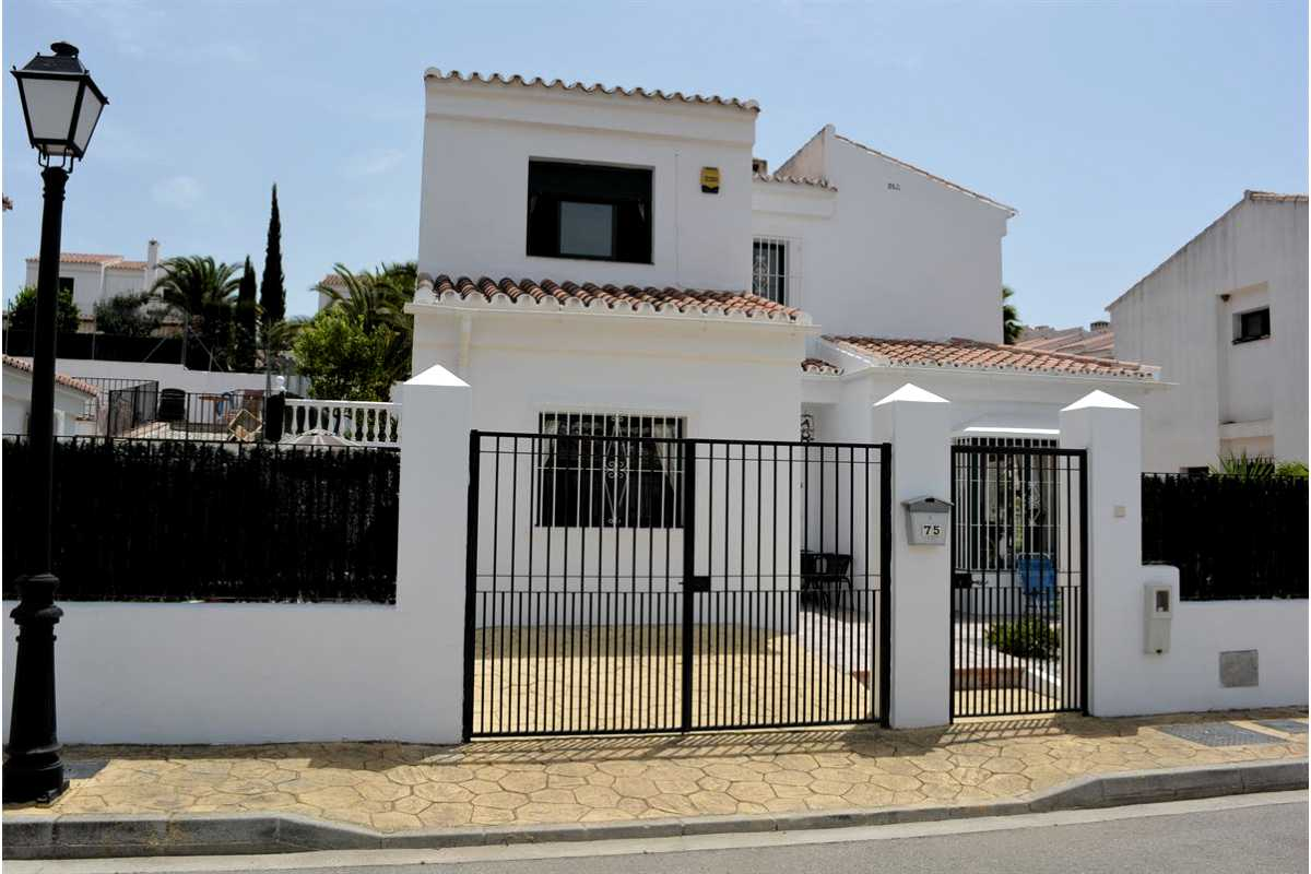 For Sale: Villa in Puente don Manuel Beds: 4 Baths: 2 Price: 199,000€