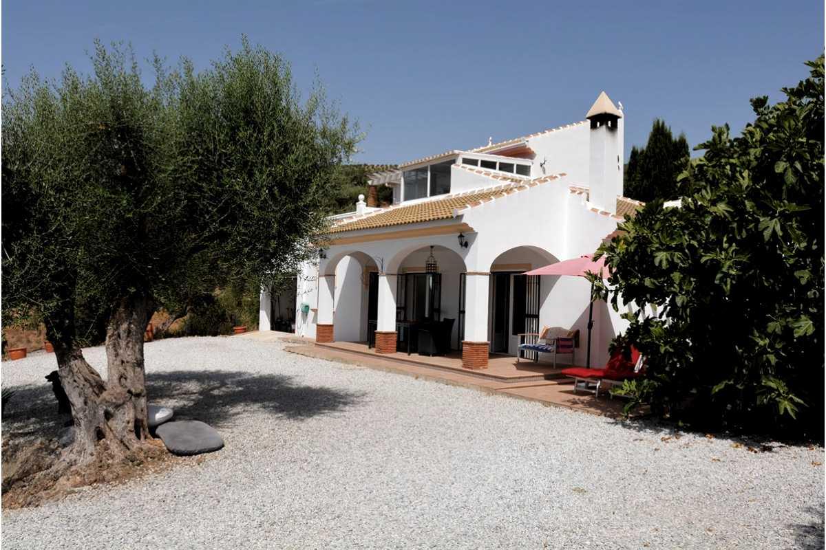 For Sale: Villa in Los Kikos Beds: 3 Baths: 2 Price: 299,950€