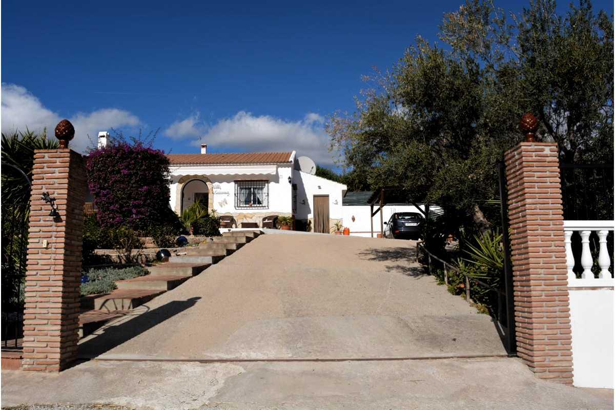 For Sale: Villa in Los Kikos Beds: 2 Baths: 2 Price: 199,950€