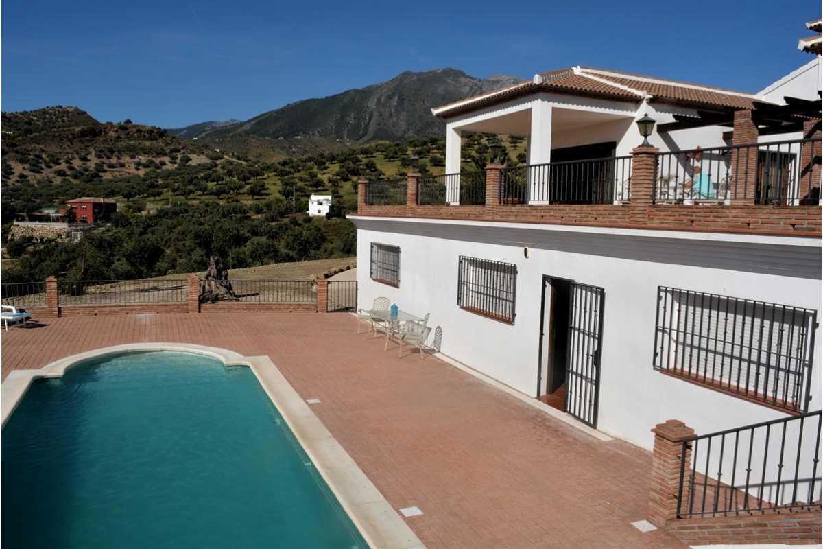 For Sale: Villa in Puente don Manuel Beds: 4 Baths: 3 Price: 525,000€