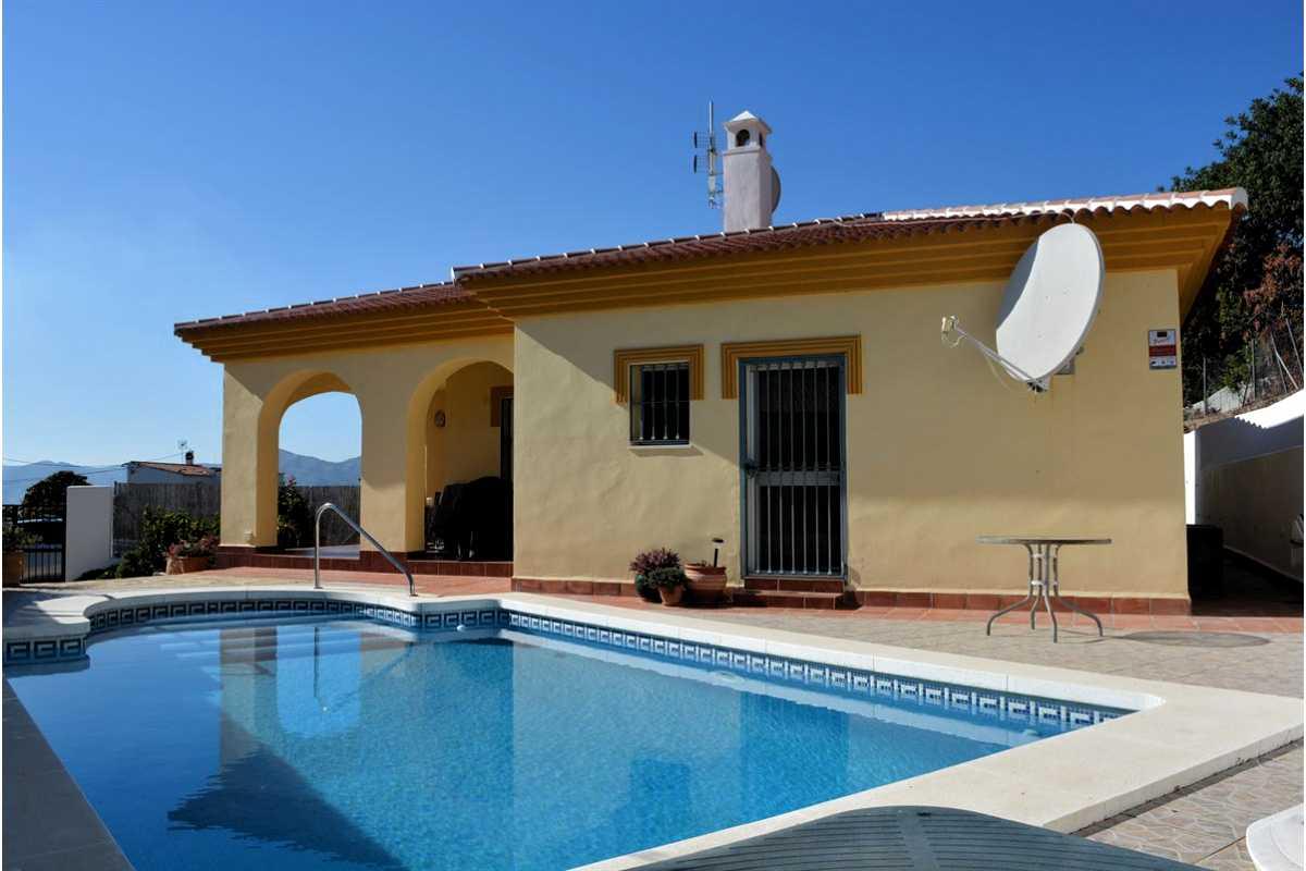For Sale: Villa in Venta Baja Beds: 3 Baths: 2 Price: 199,000€